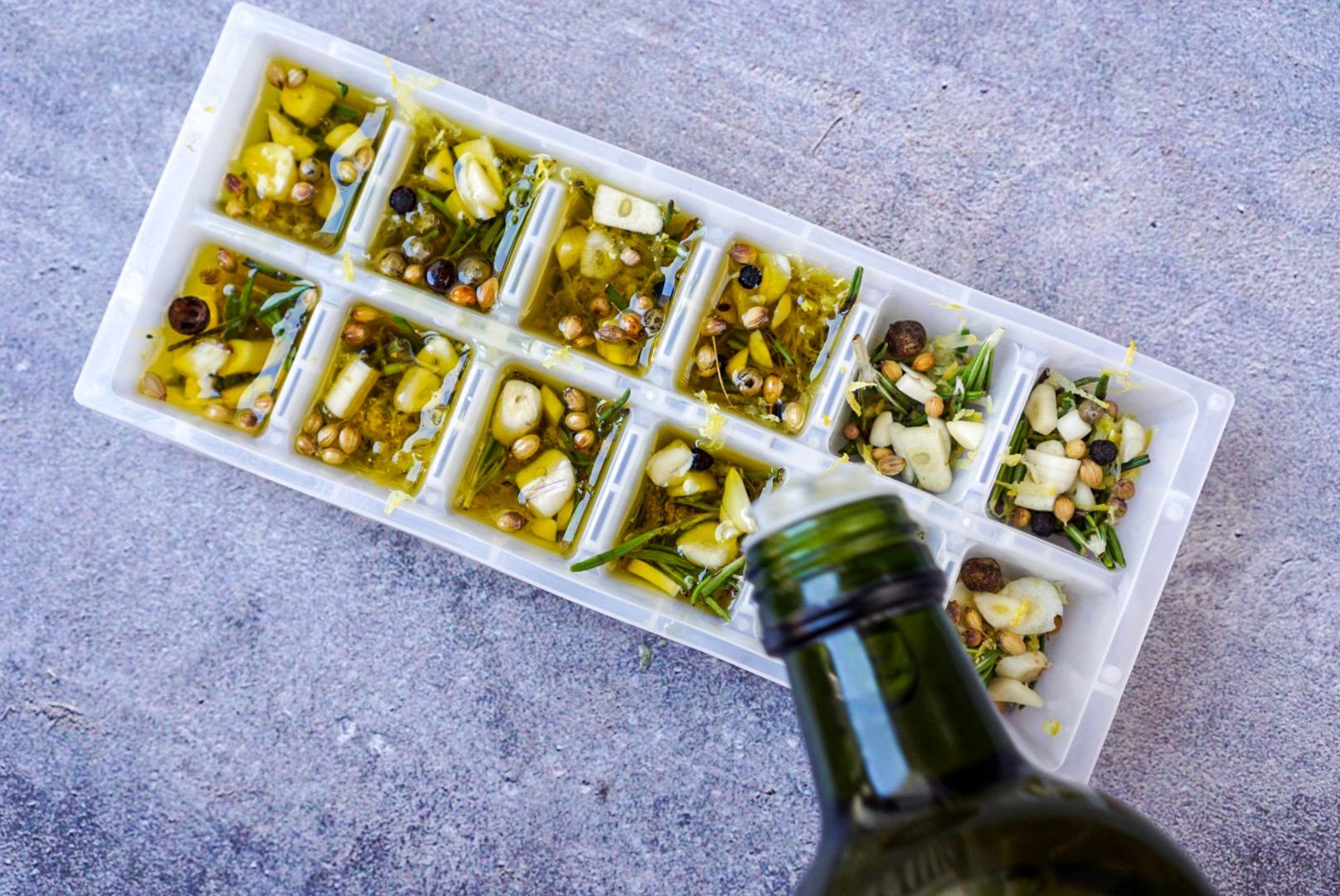 Aromáticas congelas con aceite de oliva virgen extra para que no se pongan malas