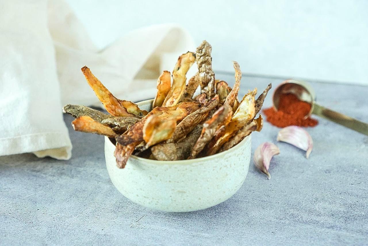 Chips de peladuras de patatas al horno (cocina de aprovechamiento)